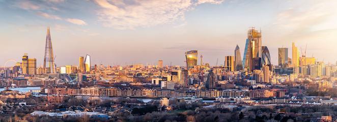 Fotomurales - Panorama der Skyline von London bei Sonnenaufgang: von der City bis zur Tower Bridge