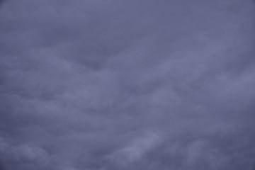 Mit Wolken bedeckter Himmel in verschiedenen Blau und Farbtönen - Set