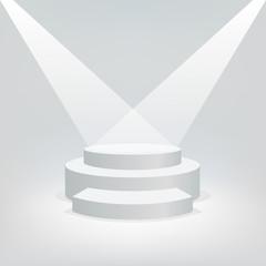Concept de la réussite avec deux projecteurs qui illuminent un podium blanc sur fond blanc, pour présenter un événement et distribuer un trophée à un gagnant.