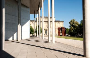 Alte Pinakothek, links Pinakothek der Moderne, München