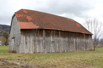 Alte Holzscheune im Zentrum der Stadt Mondsee in Österreich