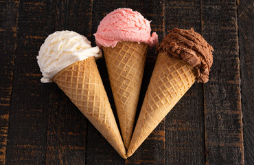 Fototapete - Three Classic Flavors of Ice Cream