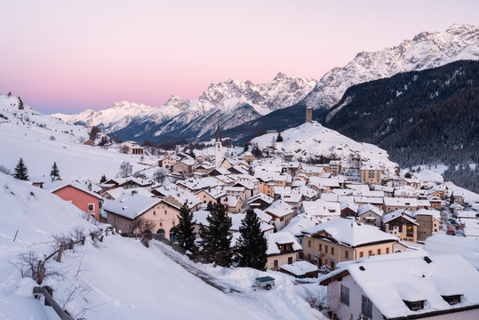 The little village of Ardez in the winter, Engadine, Canton of Graubunden, Switzerland, Europe