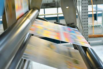Rollenoffset Druckmaschine in einer Großdruckerei für Tageszeitungen // Web offset printing press in a large printing plant for daily newspapers