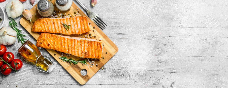 Grilled salmon fillet with spices, herbs and tomatoes.