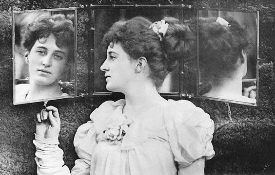 Girl MirrorPhoto1893