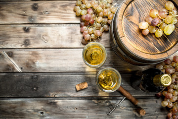 Poster Wine Wine background. White wine in an old barrel.