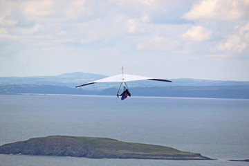 Fototapete - Hang Glider flying at Rhossili, Wales