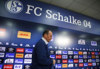 Bundesliga - Schalke 04 presents new coach Huub Stevens
