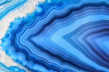 Foto auf Acrylglas Kristalle Amazing Blue Agate Crystal cross section isolated on white background. Natural translucent agate crystal surface, Blue abstract structure slice mineral stone macro closeup