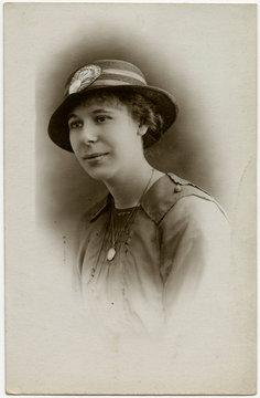 Female Type 1917 Photo