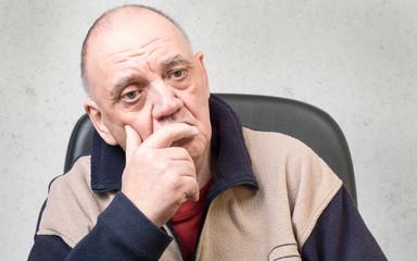 portrait vieil homme dépressif
