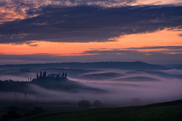 Recess Fitting Gray traffic Beautiful typical foggy sunrise in Tuscany, Italy .