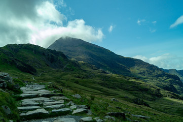 In de dag Zwart Snowdon, landscape with mountains and clouds