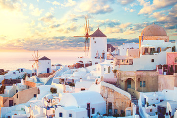 Photo sur Plexiglas Santorini Santorini island, Greece. Romantic dawn on Santorini, the morning light