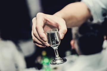 Fototapeta Kieliszek w ręku na toast