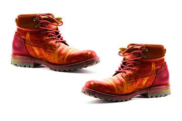 une vieille paire de chaussures rouge