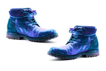 une paire de chaussures en cuir peint