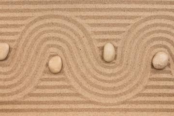 Photo sur Plexiglas Zen pierres a sable Curve made of sand and white stones.