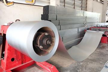 Coiled steel in metal sheet rolling machine