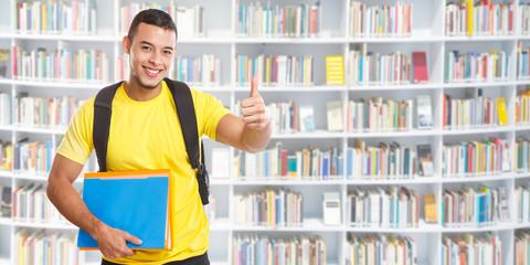 Student jung lachen Erfolg erfolgreich Daumen hoch Banner Textfreiraum Copyspace Jugendlicher Bücherei Bibliothek