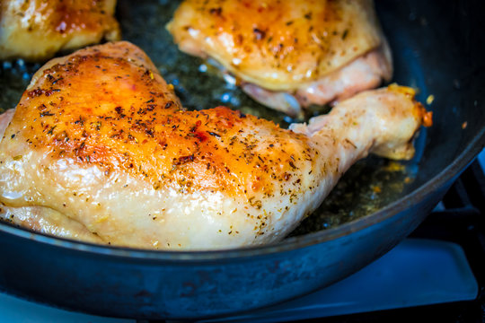 Fry the chicken leg in a pan.
