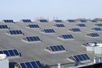 Several solar cells on a flat roof