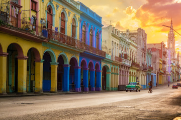 Poster Havana Classic car and colorful buildings in Havana at sunset