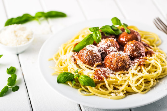 Spaghetti with meat balls tomato sauce