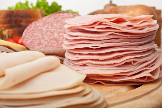 big group of thin sliced meat, bread and vegetables