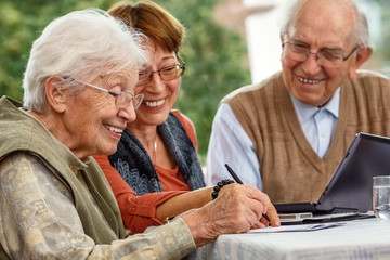 Elderly couple and daughter making plans, xxl+more: bartussek.xmstore