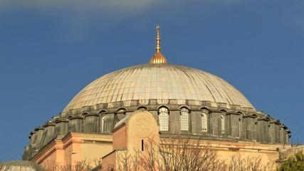Kuppel des Sultan-Mausoleums bei der Hagia Sophia Moschee in Istanbul, erbaut 1577 durch den Architekten Mimar Sinan, 2. Feb., 2019