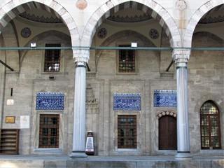 Pasa Camii miladi 1571, Sokullo Mehmet Moschee erbaut 1571, Säulengang innen