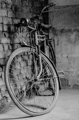 In de dag Fiets old bicycle on the street