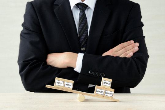 メリットとデメリットのバランスを考えるビジネス