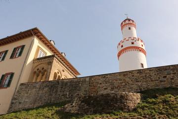 Blick auf die Schlossmauer und den Schlossturm von Schloss Homburg im Zentrum von Bad Homburg im Taunus
