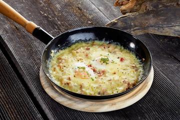 Käsespätzle mit Schinken und Ei