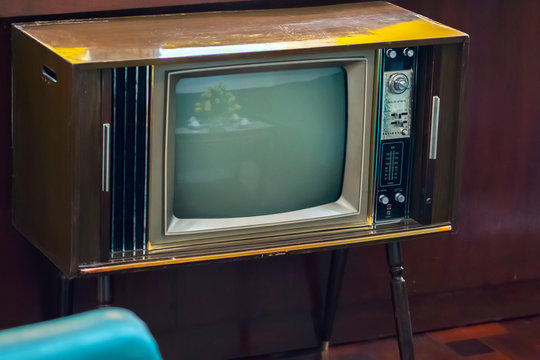 Vintage television was produced in the 1950s and retains it today for indoor decoration