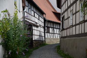 Fotomurales - Gasse in Königsberg in Bayern