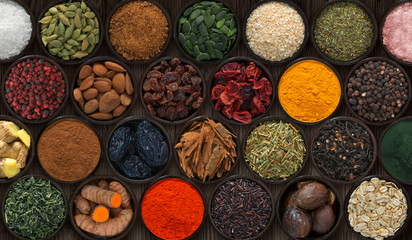 Photo sur Aluminium Background with bowls of spices