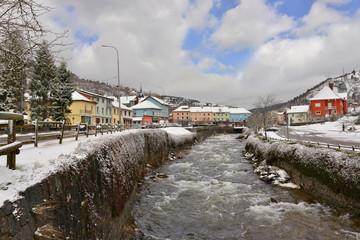 Papiers peints Gris traffic Sur la Moselotte à la Bresse enneigée, Vosges, Grand Est