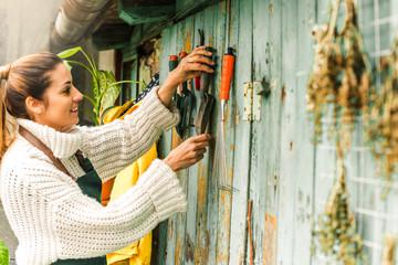 Sort garden tools