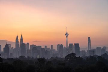 Autocollant pour porte Cracovie Skyline of Kuala Lumpur, Malaysia during sunrise