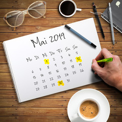 Kalender mit Mai 2019 und markierten Feiertagen