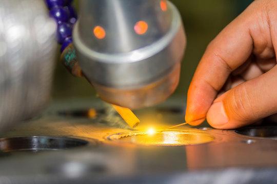 metal mold and die part repair by welder with laser welding method