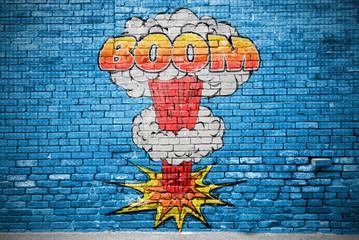 Foto auf AluDibond Graffiti Boom Comic Explosion Ziegelsteinmauer Graffiti