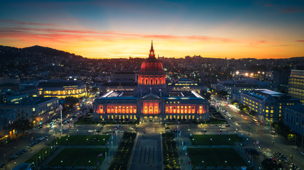 Fototapete - Aerial Panoramic View of the San Francisco City Hall at Sunset