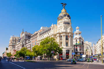 Photo sur Plexiglas Madrid The Metropolis Office Building in Madrid, Spain