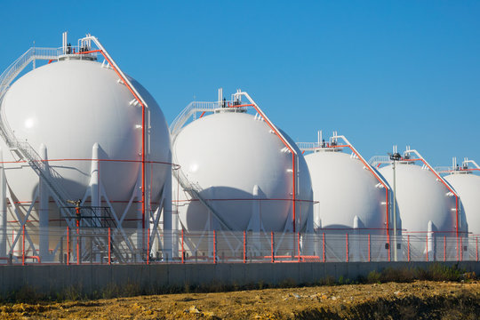 LNG or LPG storage plant, five liquefied natural gas tanks