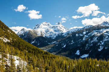 Sky pilot mountain and woods close up view from sea to sky gondola in squamish british columbia - canada Fototapete